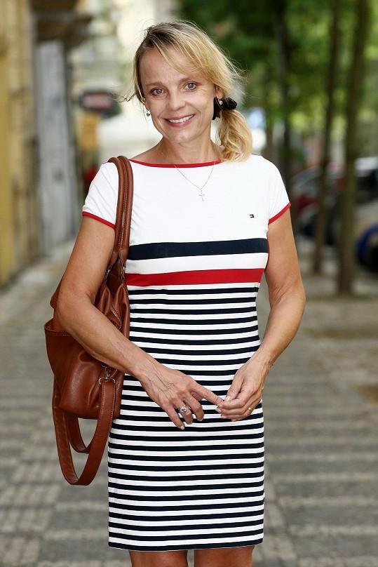 Veronika Jeníková vyrazila ke kadeřníkovi.