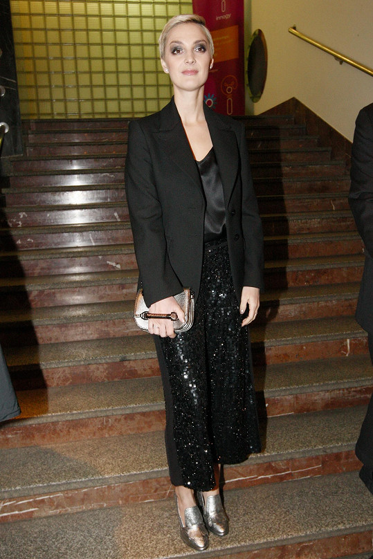 Bára Poláková je štíhlounká jako proutek.