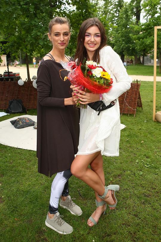 Herečka s Nelly Řehořovou, která oslavila plnoletost.