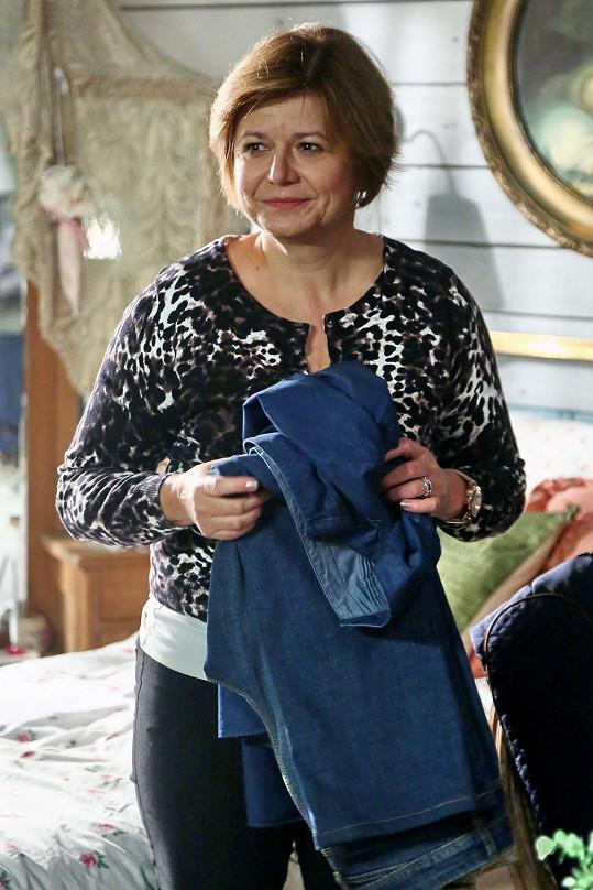 Ivana hraje v seriálu Přístav maminku hlavního hrdiny.