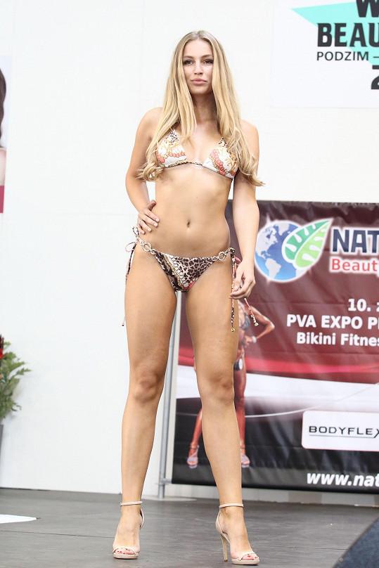 Karolína má silnější nohy, je to kvůli atletice, které se věnovala v dětství.