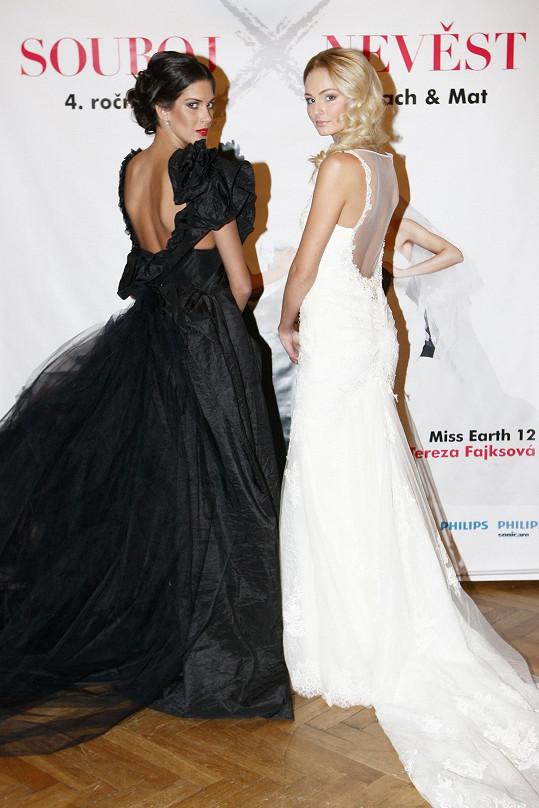 Tereza a Aneta jako bílá a černá nevěsta