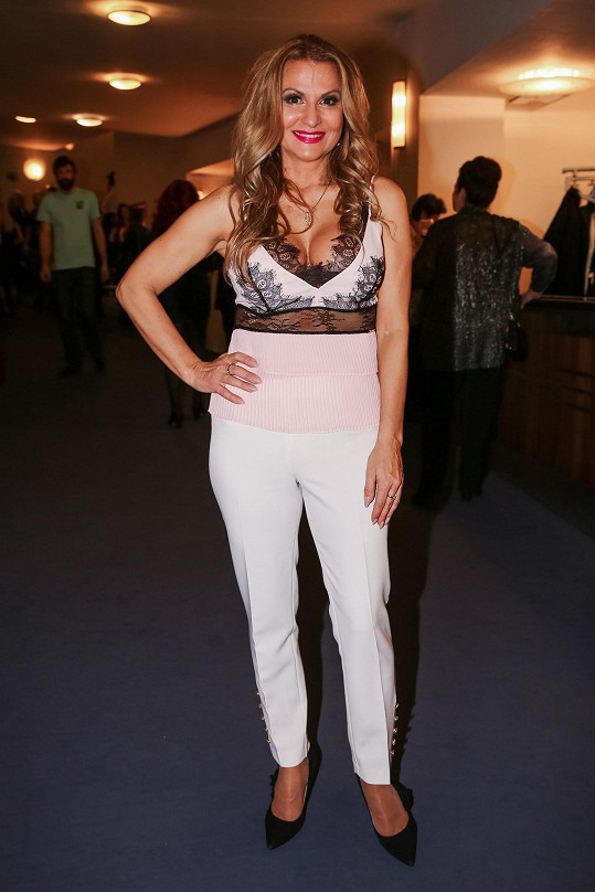 Světlým prvkem na after party byl model herečky Yvetty Blanarovičové, která po odehraném představení vypadala naprosto skvěle.