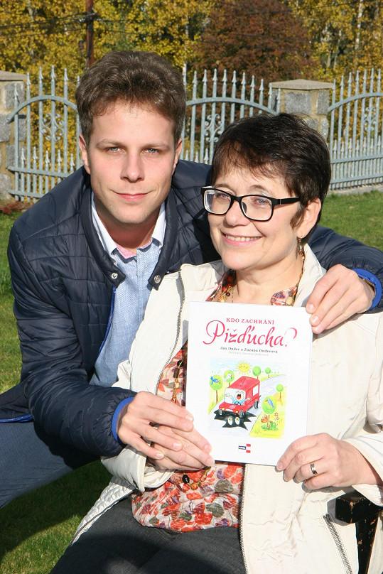 Jan Onder s maminkou Zuzanou napsali společně pohádkovou knihu.