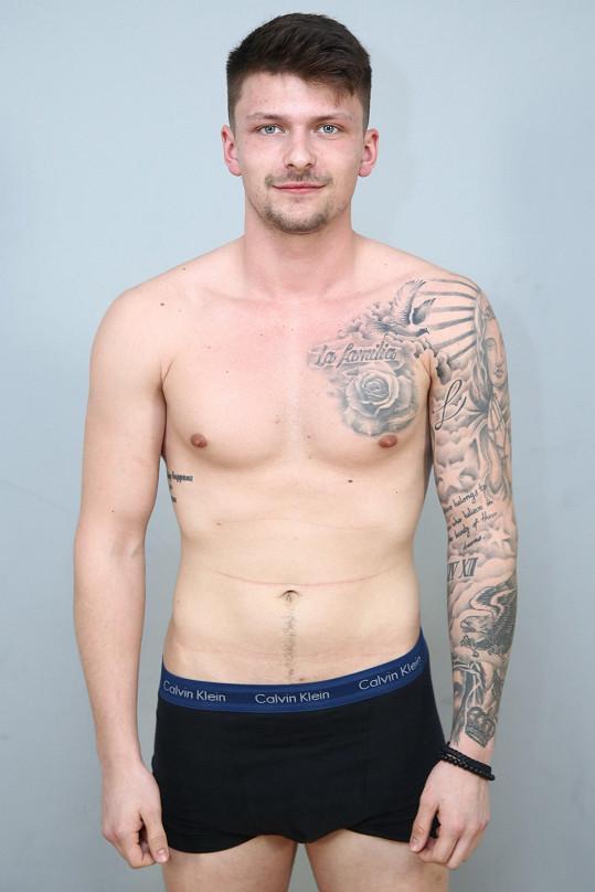 Přišli pánové s tetováním...