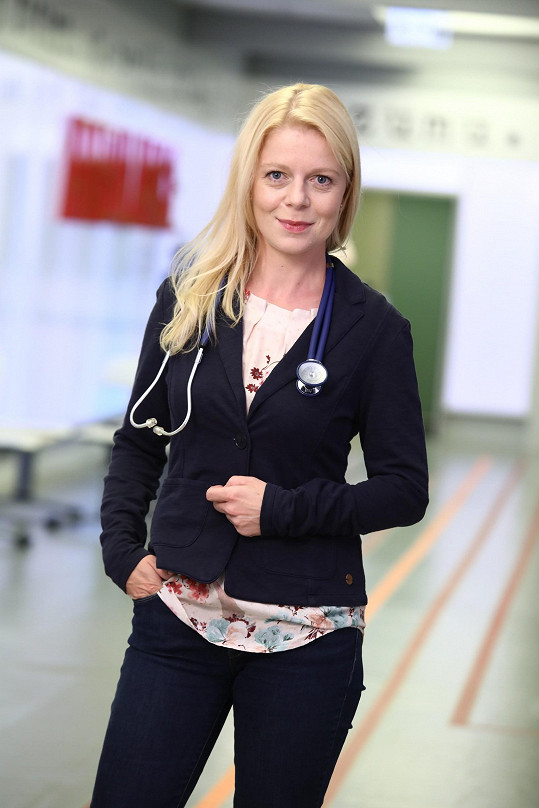 V Ordinaci hraje doktorku Benešovou.