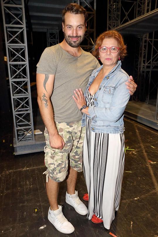 Ivana Andrlová se svým divadelním synem Vaškem Bártou