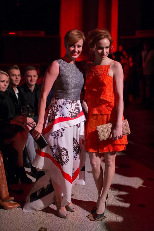 Herečky se oblékly u Diora.