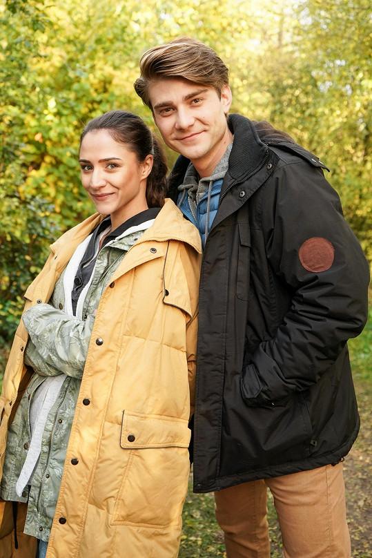 Lambora s Evou Burešovou v seriálu Slunečná