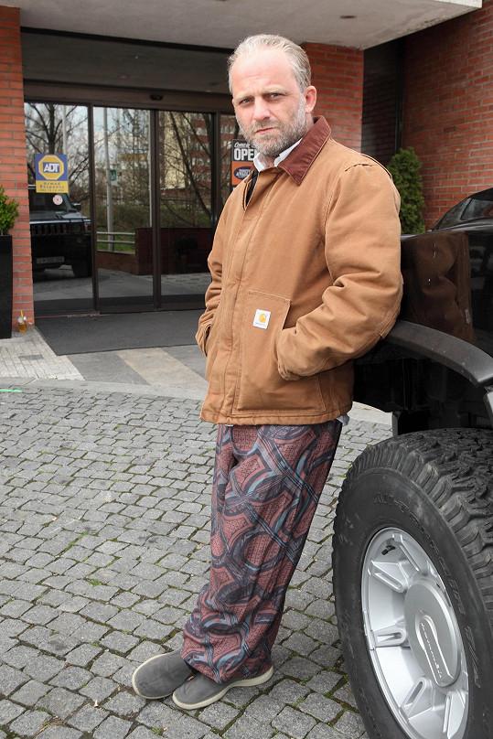 Drsný gangster Káčko v podání Hynka Čermáka na premiéře chyběl.