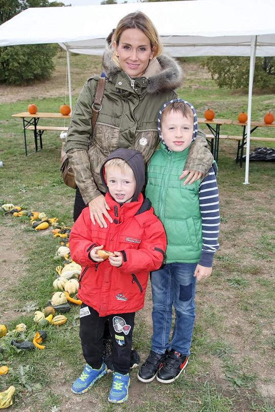 Lucie s osmiletým Míšou a pětiletým Frantou.