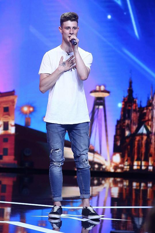 Patrik Ďurina trénoval zpěv marně. Písnička Shawna Mendese se mu moc nepovedla.