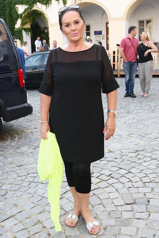 Hana Gregorová po šedesátce hubne a krásní....