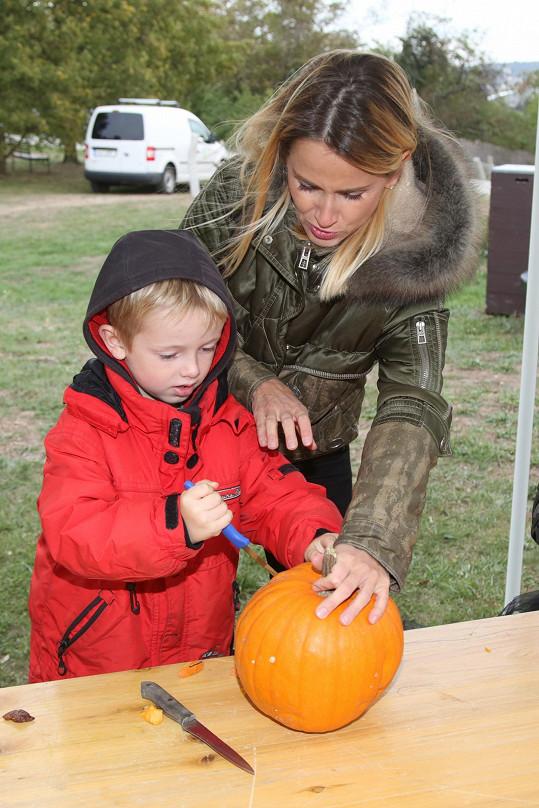 Anglosaský lidový svátek Halloween se u Dvořáků kupodivu dodržuje.