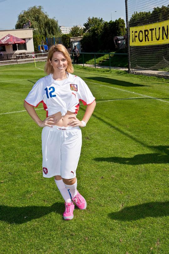 Míša Nosková i s bolavým kotníkem hrála fotbal.