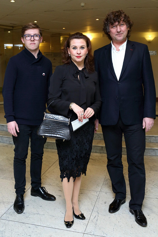 S manželem a synem na starší fotce...