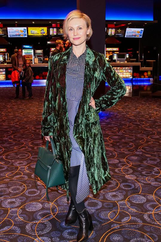 Vlastina ve svém oblíbeném velurovém kabátě.