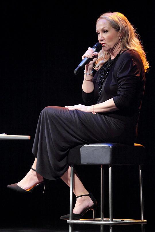 Bára Basiková vystoupila v Divadle Kalich v jednom ze svých dalších komorních recitálů.