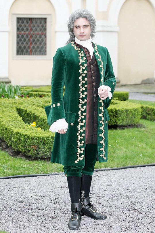 Takto mu to sluší v historickém kostýmu.
