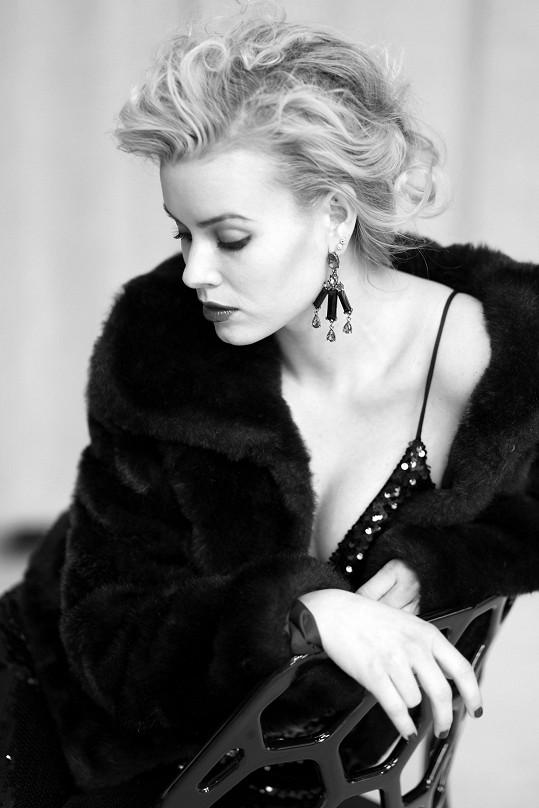 Solaříková se stylizovala do sexsymbolu Monroe.