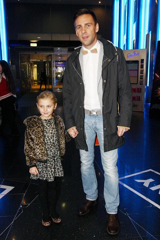 Roman Vojtek dorazil na premiéru filmu Muzikál aneb Cesty ke štěstí s dcerou Editkou.