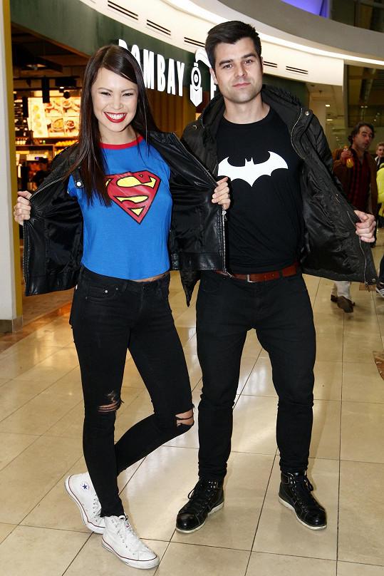 Stylově se na premiéru oblékli Monika Leová s přítelem.