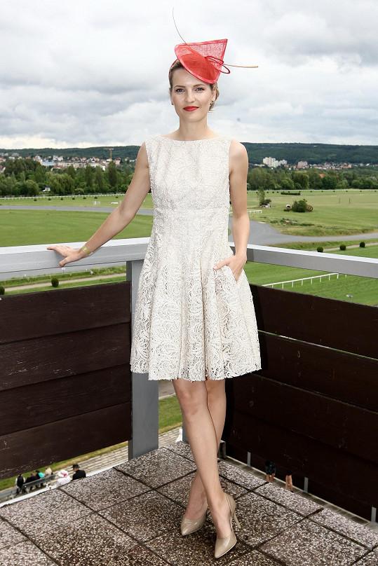 Veronika Procházková splnila dress code na výbornou.