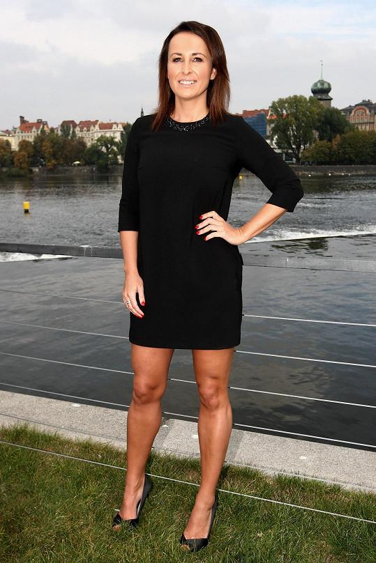 Lucie Šilhánová si postavu udržuje sportem.