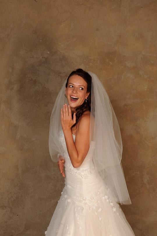 Andrea vypadala ve svatebkách úchvatně.