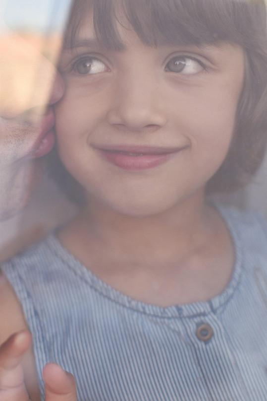 Alanova nejstarší dcera Mia.