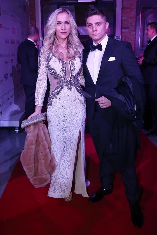 Nela Slováková dorazila na ples v doprovodu přítele Martina.