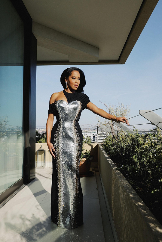 Úchvatnou hru asymetrie zahrály šaty Louis Vuitton americké herečky a režisérky Reginy King.