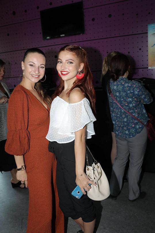 Po náročných konkurzech získaly roli i Karolina Tothová a Denisa Veverková.