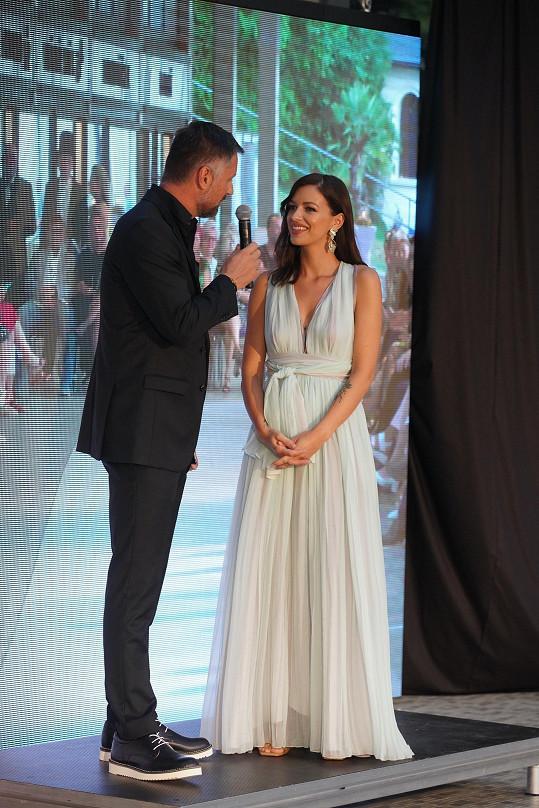 Během slavnostního večera už plnila úlohu čestného hosta. Moderace se ujal Petr Vágner.