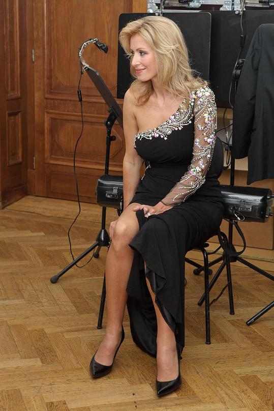 Kateřina Brožová si na vystoupení odskočila mezi divadelními zkouškami.
