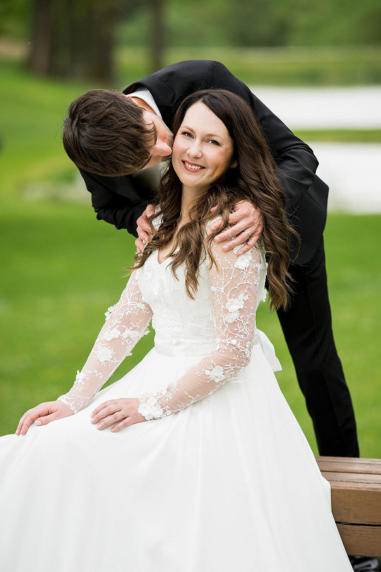 Svatba se uskutečnila po deseti letech vztahu na hromádce.