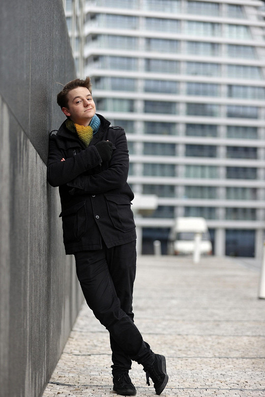 Na Filozofické fakultě UK studoval filmovou vědu, nejvíc ho baví dramaturgie.