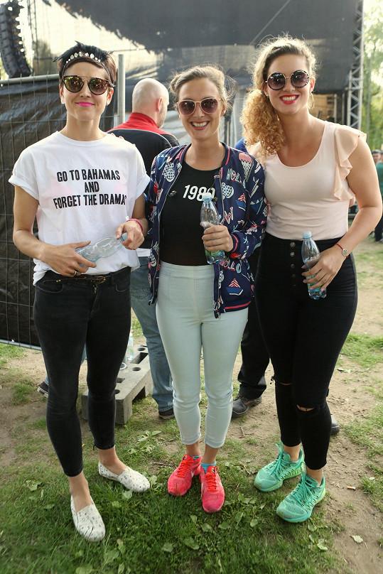 Katka s Bárou Polákovou (uprostřed), s níž ji pojí přátelství. Na snímku také Markéta Stehlíková