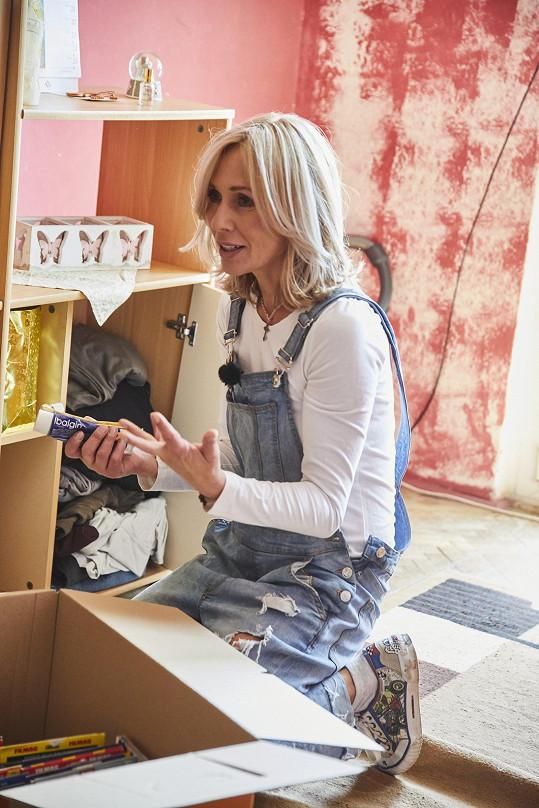 Moderátorka pořadu Tereza Pergnerová se při každé rekonstrukci snaží přiložit ruku k dílu.