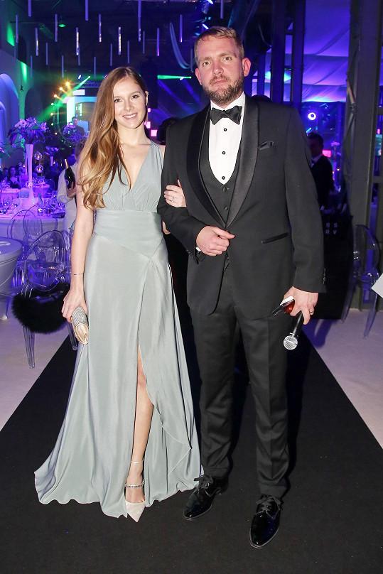 Sedm let žije s modelkou Gabrielou Boučkovou.