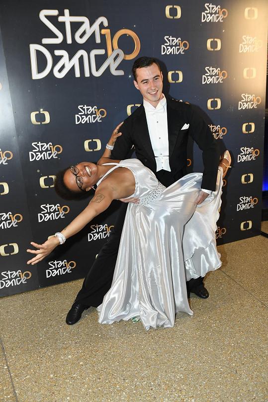 Trénuje po boku tanečníka Michala Bureše.