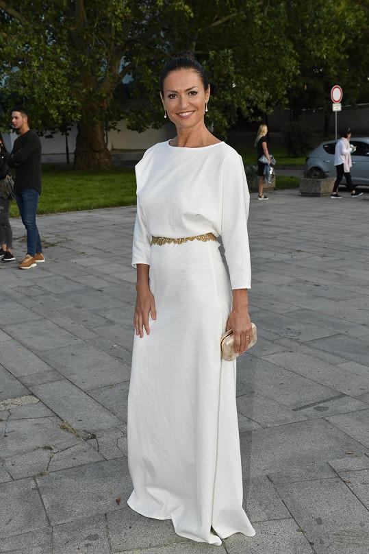 Hana Kynychová zvolila bílou.
