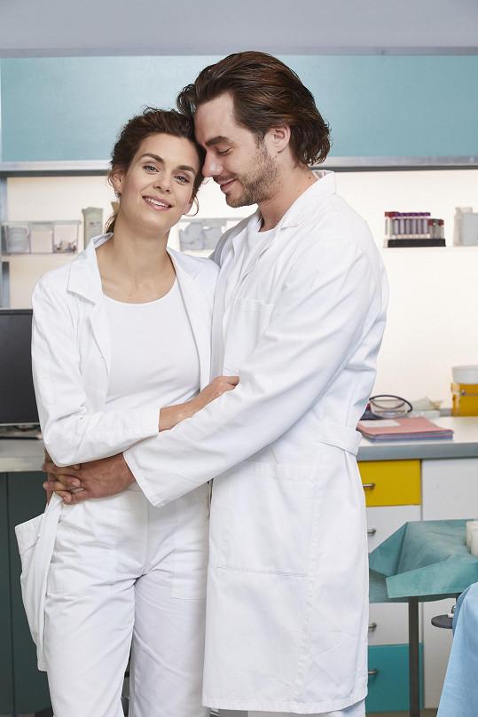 Patrik a Markéta hrají manžele v seriálu Ordinace v růžové zahradě.