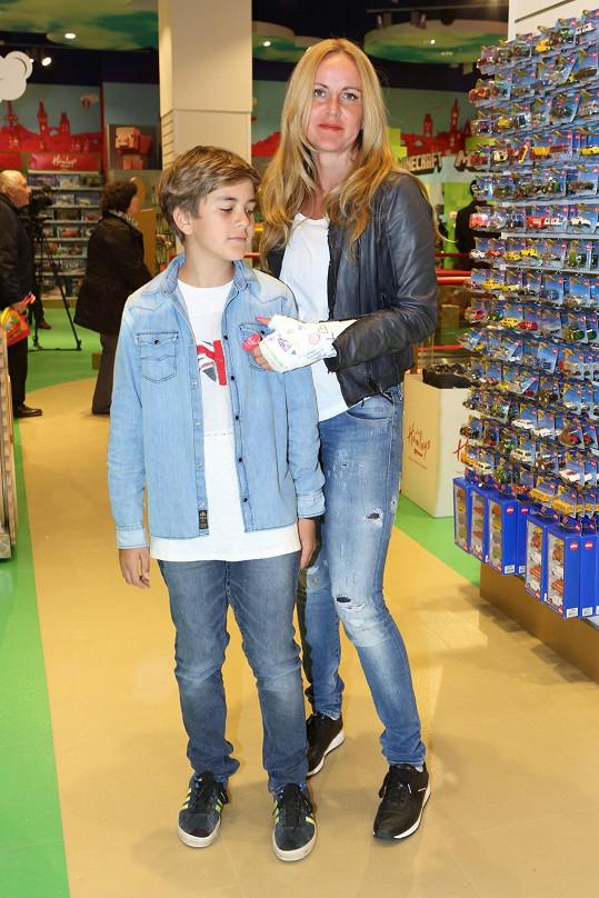 Se synem Jakubem na otevření hračkářství