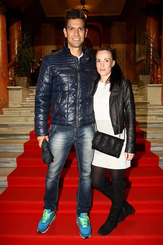 Petr Vojnar s přítelkyní Andreou čekají první dítě.