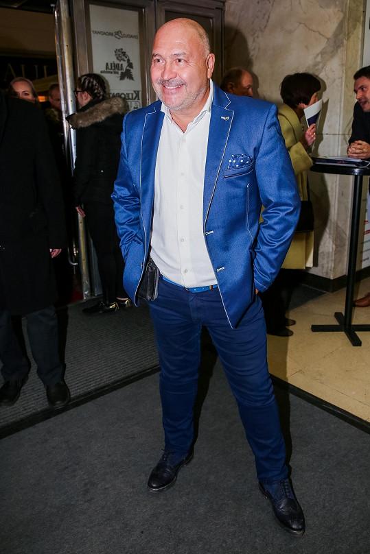 Producent a hitmaker Michal David se jako jeden z mála oblékl do barev a na premiéru se sladil do modré.