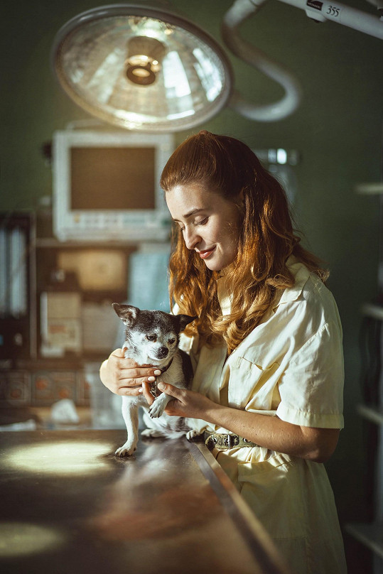 Influencerka v roli zdravotní sestřičky na veterině