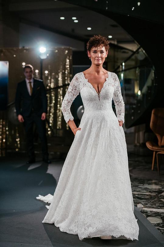Michaela Salačová předváděla svatební šaty.