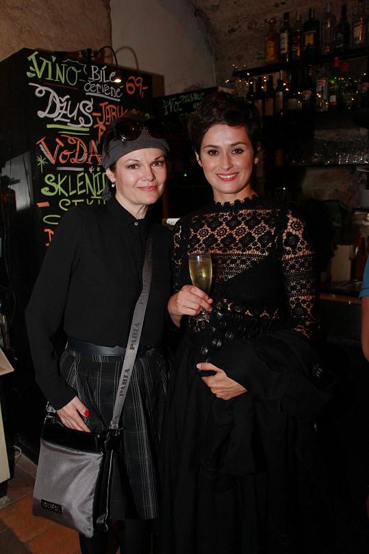 Simona Postlerová a Lucie Štěpánková září v představení Ungeltu a ten večer věnovaly židle...