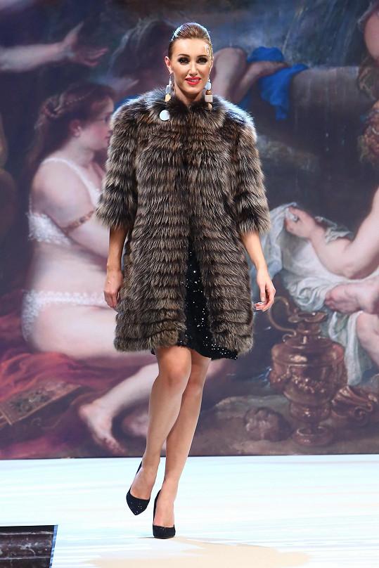Předvedla i luxusní kožich.